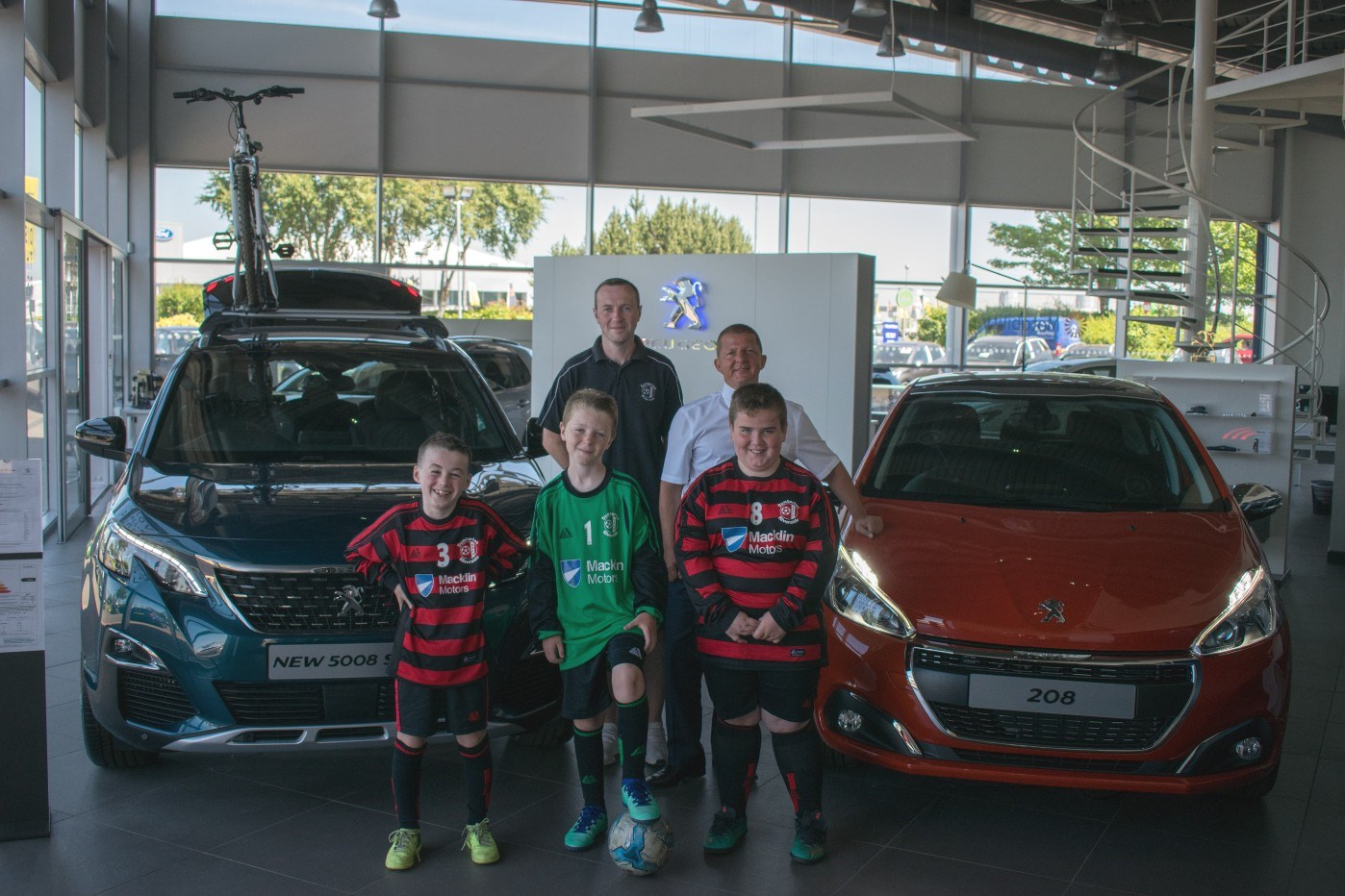 Macklin Motors promotes grassroots football with local club