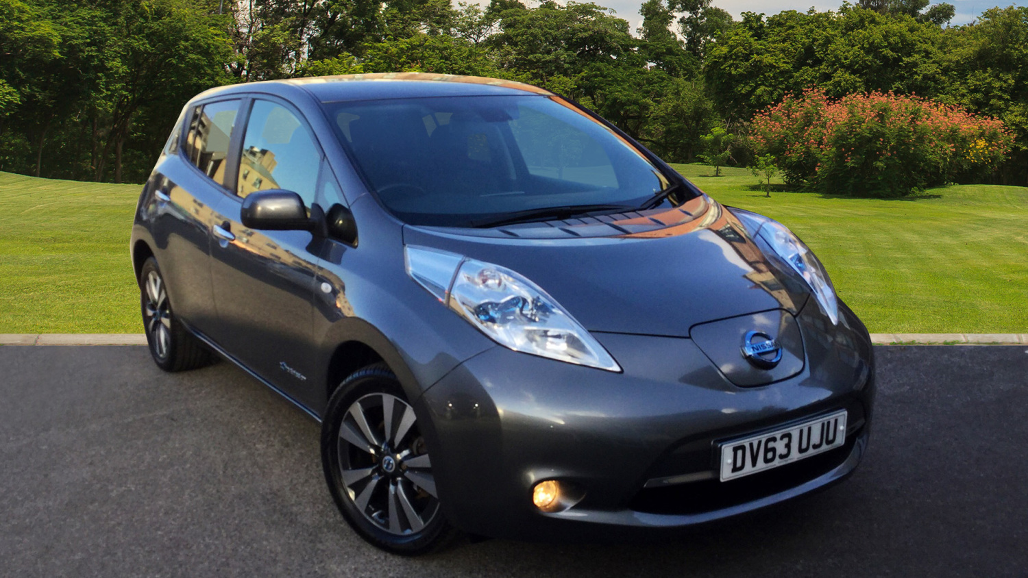 used nissan leaf tekna 5dr auto electric hatchback for sale in scotland macklin motors. Black Bedroom Furniture Sets. Home Design Ideas