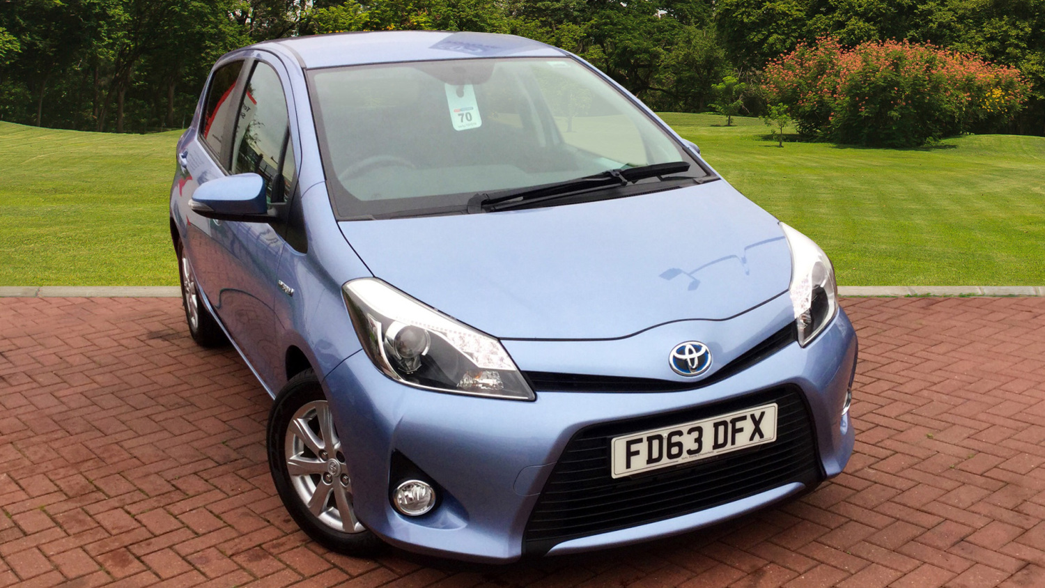 used toyota yaris 1 5 vvt i hybrid icon 5dr cvt hybrid hatchback for sale in scotland macklin. Black Bedroom Furniture Sets. Home Design Ideas