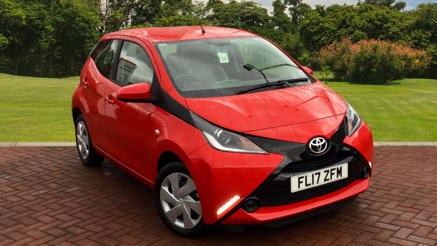 used toyota aygo 1 0 vvt i x play 5dr x shift petrol hatchback for sale in scotland macklin motors. Black Bedroom Furniture Sets. Home Design Ideas