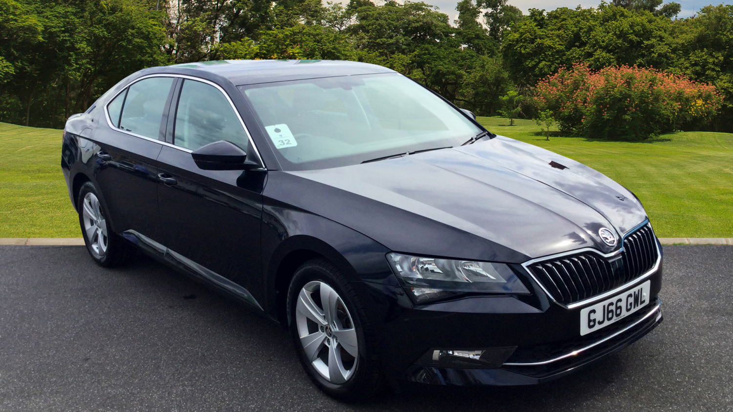 used skoda superb 1 4 tsi 150 se 5dr petrol hatchback for sale in scotland macklin motors. Black Bedroom Furniture Sets. Home Design Ideas