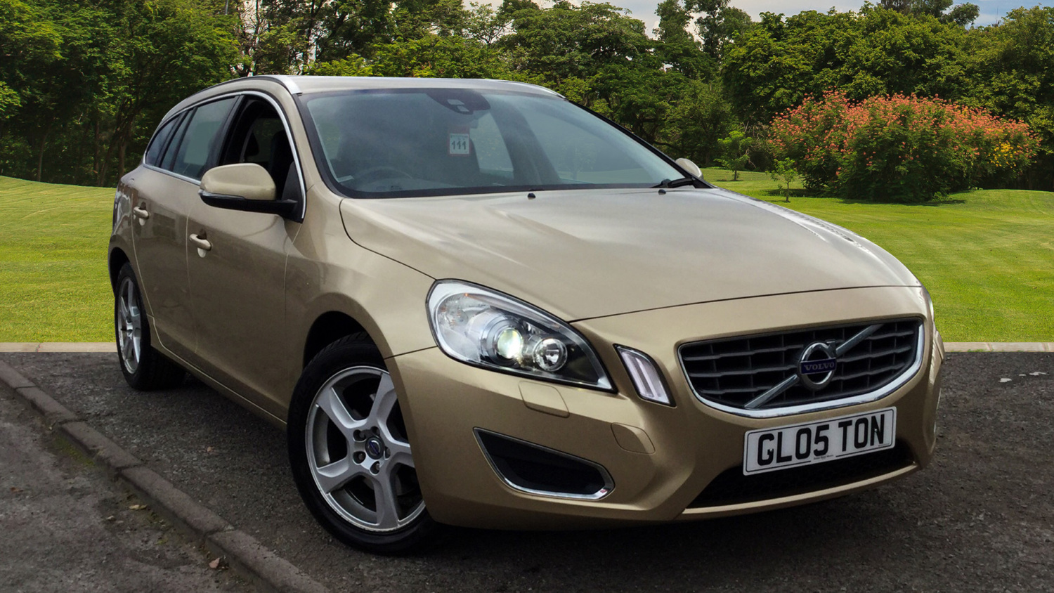used volvo v60 d3 163 se lux 5dr diesel estate for sale in scotland macklin motors. Black Bedroom Furniture Sets. Home Design Ideas