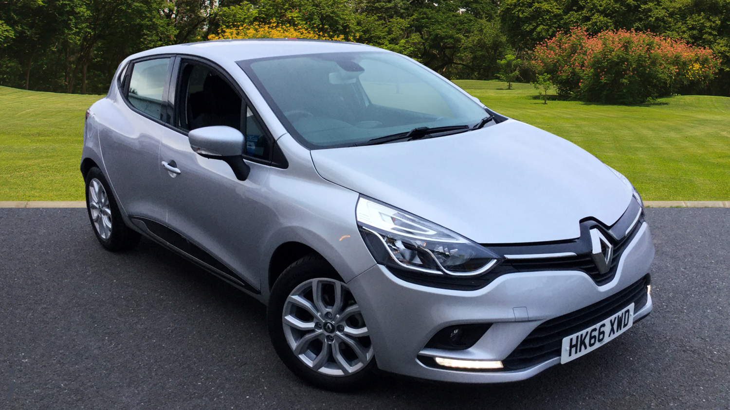 used renault clio 1 2 16v dynamique nav 5dr petrol hatchback for sale in scotland macklin motors. Black Bedroom Furniture Sets. Home Design Ideas