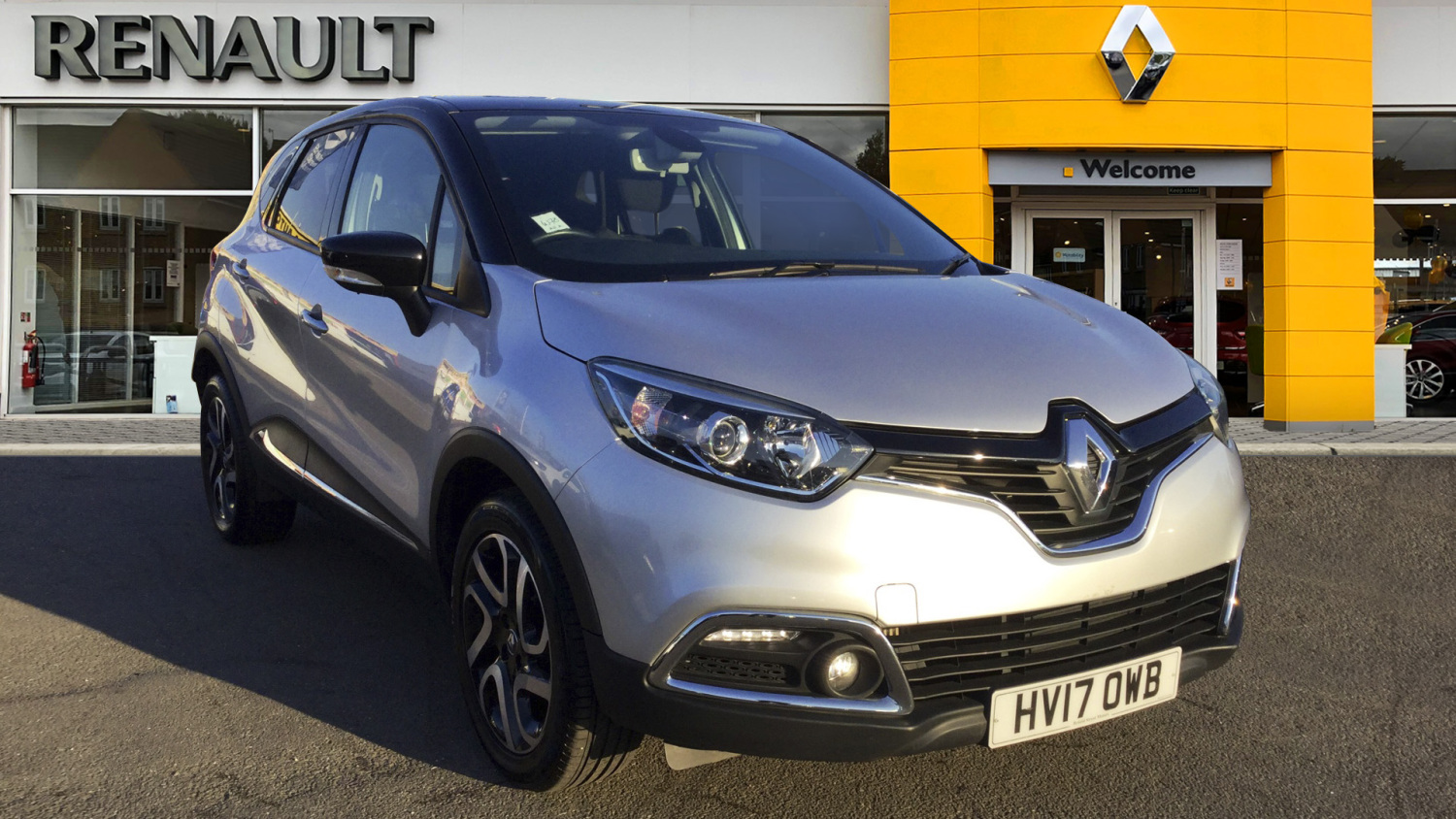 used renault captur 0 9 tce 90 dynamique s nav 5dr petrol hatchback for sale in scotland. Black Bedroom Furniture Sets. Home Design Ideas