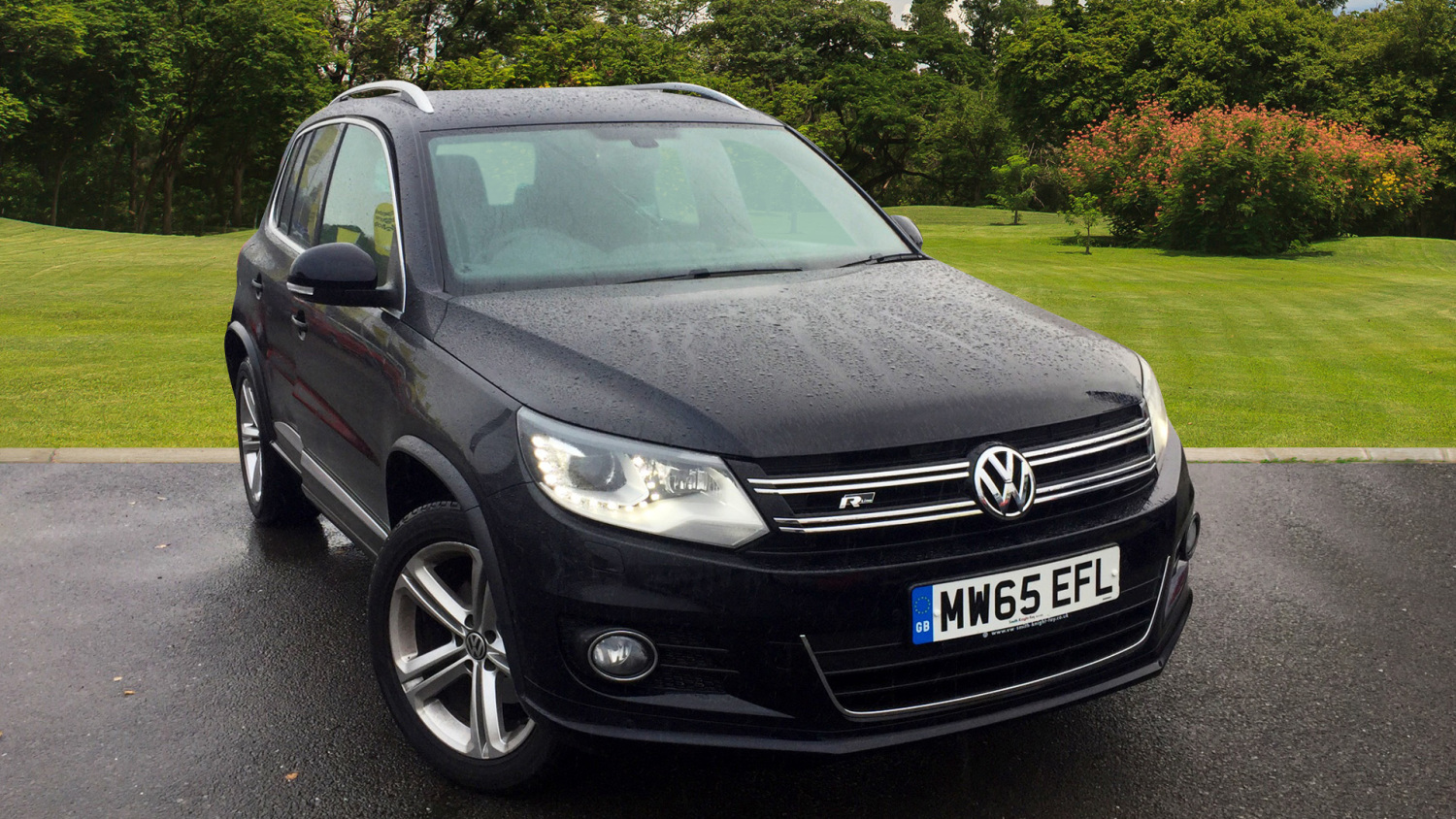 used volkswagen tiguan 2 0 tdi bluemotion tech r line 150 5dr nav diesel estate for sale in. Black Bedroom Furniture Sets. Home Design Ideas