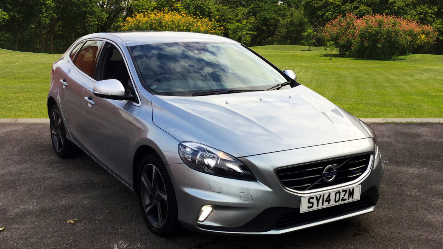 used volvo v40 d3 r design 5dr diesel hatchback for sale in scotland macklin motors. Black Bedroom Furniture Sets. Home Design Ideas