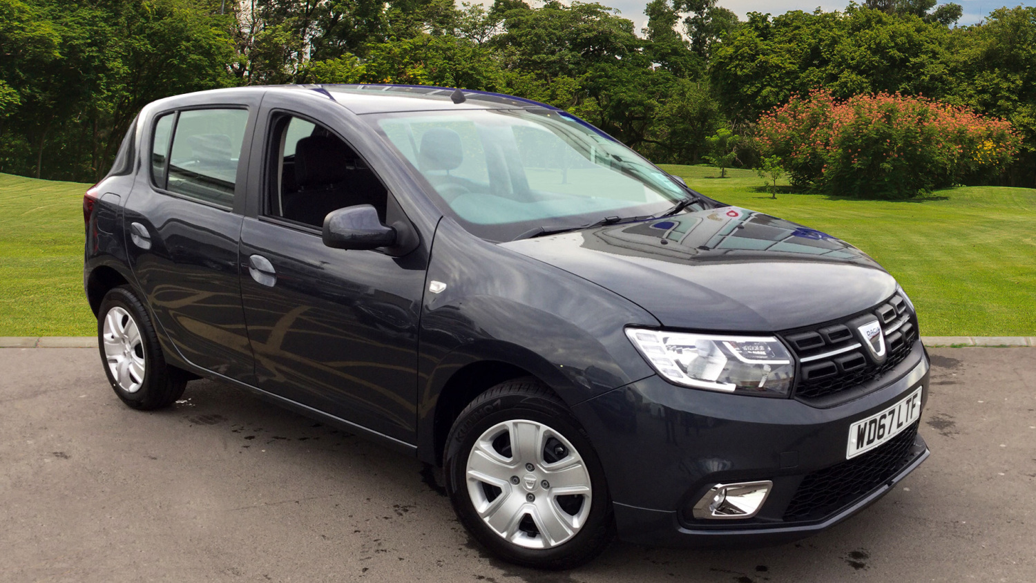 used dacia sandero 1 5 dci laureate 5dr diesel hatchback for sale in scotland macklin motors. Black Bedroom Furniture Sets. Home Design Ideas